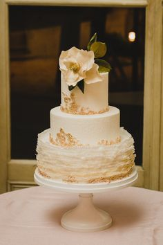 Elegant cake. Photography: Maria Vicencio Photography - mariavicencio.com/