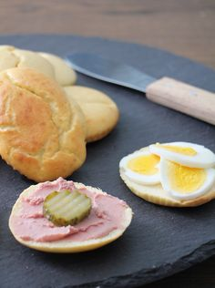 Low Carb Bread, Low Carb Keto, Norwegian Food, Bread Rolls, Food Cravings, Nom Nom, Diabetes, Food And Drink, Healthy Eating