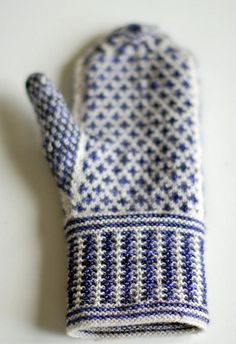 Mittens in Bugga! and MadTosh Sock Knitting Stitches, Hand Knitting, Knitting Patterns, Crochet Patterns, Knit Mittens, Knitted Gloves, Tunisian Crochet, Knit Crochet, Textiles
