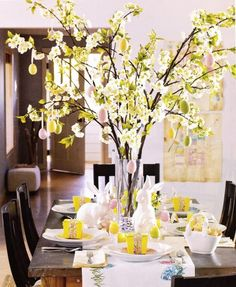 an Easter tree easy, original and elegant to decorate your . Make an Easter tree easy, original and elegant to decorate your . Make an Easter tree easy, original and elegant to decorate your . Tree Centerpieces, Easter Centerpiece, Table Decorations, Spring Decorations, Centerpiece Ideas, Easter Tree Decorations, Easter Wreaths, Easter Table Settings, Diy Ostern