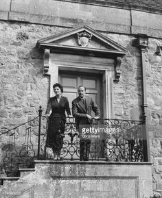 Photo d'actualité : Biologist Sir Francis Knowles and his wife Lady...