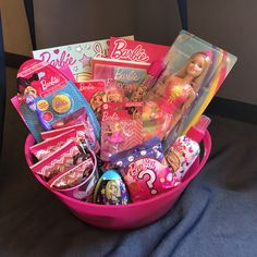 Girl Gift Baskets, Easter Gift Baskets, Cute Birthday Gift, Friend Birthday Gifts, Baby Girl Toys, Toys For Girls, Kids Toys For Christmas, Bolo Barbie, Kids Toy Shop
