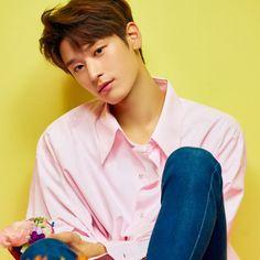 """더보이즈(THE BOYZ) on Instagram: """"THE BOYZ 2nd Single Album [Bloom Bloom] Concept Photo JUYEON  2019.04.29. 6PM Release  #THEBOYZ #더보이즈 #BloomBloom #JUYEON #주연"""" Most Beautiful Man, Beautiful People, Lee Sung, Kpop Guys, Young Fashion, Handsome Boys, K Idols, My Boys, Asian Beauty"""