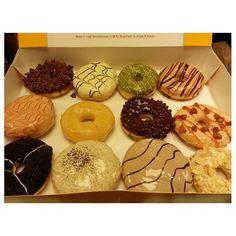 take out #jco #doughnuts for my wifey:-) #yummy #food #snack #philippines カミさんに#おみやげ #ドーナツ #フィリピン #おやつ