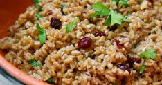 Farro Pilaf with Walnuts and Cranberries Sweet And Salty, Light Recipes, Sweet Life, Fried Rice, Great Recipes, Vegetarian Recipes, Healthy Eating, Meals, Cooking
