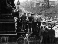 Historic Photographs and Book by Paul Goldsmith of the Soviet invasion of Prague 1968 with comments by George Schulz and Condoleeza Rice. Prague Spring, John Glenn, Berlin Wall, People Talk, End Of The World, Story Inspiration, History Books, Cold War, Old Photos