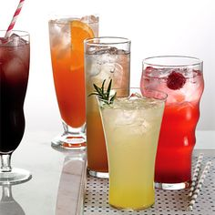 Make your own soda! These 7 recipes with gourmet flavors you won't find in a store are easy to make, and have just 120 calories (or less) per serving. I should try these with out soda stream Non Alcoholic Drinks, Fun Drinks, Yummy Drinks, Healthy Drinks, Beverages, Cocktails, Healthy Soda, Detox Drinks, Eating Healthy
