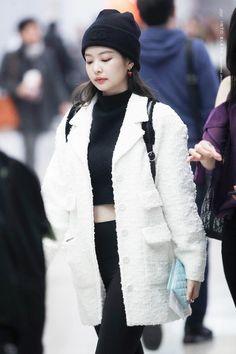 Kim Jennie looks Blackpink Fashion, Korean Fashion, Winter Fashion, Fashion Outfits, K Pop, Yg Entertainment, Rapper, Jennie Kim Blackpink, Black Pink