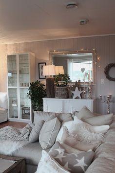 Christmas living room ähnliche tolle Projekte und Ideen wie im Bild vorgestellt findest du auch in unserem Magazin . Wir freuen uns auf deinen Besuch. Liebe Grüß