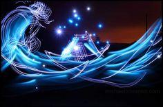 "Light Painting - Illuminating Hokusai's ""The Great Wave off Kanagawa"" - Michael Bosanko - Graffiti Photography, Artistic Photography, Night Photography, Art Photography, Photographing The Moon, World Famous Paintings, Appropriation Art, Lights Artist, Perspective Photography"