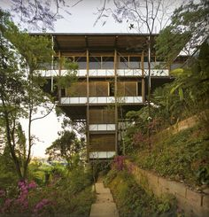 Casa en jard n vit ria r gia architecture houses for Nelson paredes wikipedia