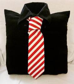 Dárek :)  #starakosilenemusibytodpad #shirt #mensshirt #kravata #cerna #cervena #bila #blackredwhite #upcycled #recyklatorzostravy #recyklace #upcyklace #sustainable #present #love #gift #ostrava #handmade #creativity #original
