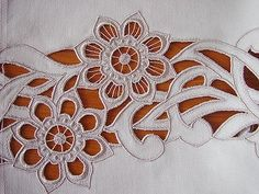 Lots of designs for Cut Work Sewing Machine Embroidery, Cutwork Embroidery, Embroidery Works, Embroidery Stitches, Brazilian Embroidery, Point Lace, Cut Work, Linens And Lace, Lace Patterns