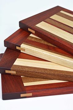 Cutting Board made with all Natural Wood Not Stained Woodworking Projects Diy, Woodworking Furniture, Woodworking Shop, Woodworking Plans, Wood Projects, Youtube Woodworking, Workbench Plans, Woodworking Workbench, Diy Cutting Board