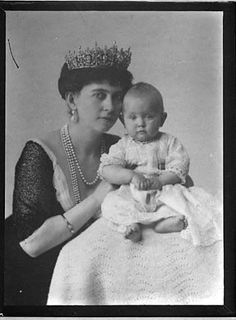 Queen Sophie of Greece (aka Queen of the Hellenes) with her youngest daughter, Princess Katherine of Greece and Denmark, 1913.