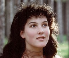 D is for Diana Barry and her beautiful hair from Lucy Maud Montgomery's Anne of Green Gables. Anne Shirley, Anne Of Avonlea, Road To Avonlea, Anne Auf Green Gables, Diana Barry, Megan Follows, Image Film, Gilbert Blythe, Katharine Hepburn