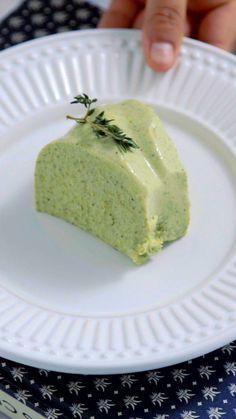 Para começar bem a semana, um lindo e delicioso Mousse de Brócolis.