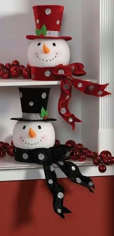This could be an adorable Snowman Family! 2 big ones for parents and a bunch of little ones in between for each kid!