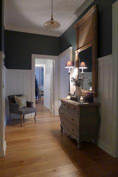EN NYDELIG KARAMELL PÅ FROGNER - Villa Von Krogh Entryway Tables, Villa, Furniture, Home Decor, Charlotte, Caramel, Decoration Home, Room Decor, Home Furnishings
