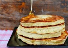Pancakes pufoase Waffles, Pancakes, Food And Drink, Cooking Recipes, Breakfast, Desserts, Bakken, Morning Coffee, Tailgate Desserts