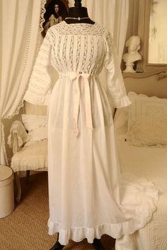 Ancien fond de robe dentelle de Valenciennes et volant