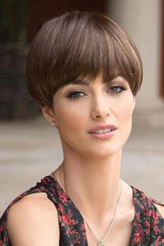 Do you want a new trendy haircut for the spring-summer 2019 season? Well, one of the most trendy haircuts this year is the pixie haircut. Women Haircuts Long, Trendy Haircuts, Pixie Haircuts, Short Hair Cuts, Short Hair Styles, Pixie Styles, Wedge Haircut, Haircut Short, Haircut Styles