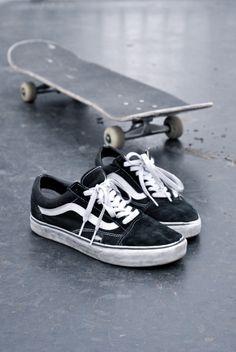 Skate and Vans Urbane Fotografie, Skater Girl Style, Tenis Vans, Vans Sk8, Skate Shop, Shop Vans, Skate Girl, Vans Off The Wall, Longboarding