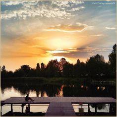 •Leggero come nuvole•  La PicOfTheDay #turismoer di oggi contempla un dolce #tramonto autunnale nella bassa ferrarese. Complimenti e grazie a @merco75 / •As light as clouds•  Today's PicOfTheDay turismoer contemplates a sweet #Autumn #sunset in the hinterland of #Ferrara. Congrats and thanks to @merco75