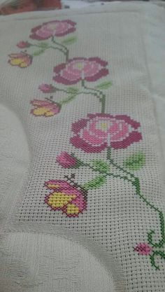 This Pin was discovered by Nil Cross Stitch Charts, Cross Stitch Embroidery, Cross Stitch Patterns, Prayer Rug, Embroidery Designs, Diy And Crafts, Knit Crochet, Butterfly, Tapestry