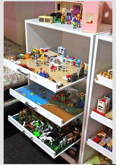 Kids Playroom Ideas Playmobil-Schubladenschrank The post Kids Playroom Ideas appeared first on Kinderzimmer ideen. Drawer Shelves, Storage Drawers, Wall Shelves, Lego Shelves, Cube Shelves, Diy Drawers, Cupboard Storage, Dresser Drawers, Storage Containers