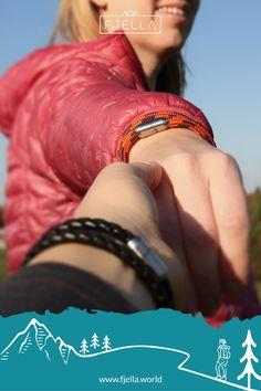 Das Bergseil Armband ist dein neuer ständiger Begleiter: in den Bergen, im Job und im Alltag. Der starke Edelstahl-Magnet-Verschluss und die robuste Reepschnur machen jedes Abenteuer mit! Das Armband ist ultraleicht und mit 360° Bergpanorama designt.     Deine Urlaubserinnerung an die Berge!    #bergschmuck #schmuck #geschenk #lifestyle #wanderlust #schmuckliebe #Geschenkidee #Valentinstag #weihnachten #geburtstag    Schmuck, Berge, Bergschmuck, Armband, Männer, Frauen, Wanderoutfit Hand Gestempelt, Red Leather, Leather Jacket, Bergen, Wanderlust, Bangles, Jewelry, Fashion, Climbing Rope