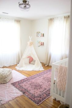 Bookmark this! Want to see how we brought this Bohemian Girl's Nursery them to life? Click through! Bohemian Nursery, Bohemian Girls, Whimsical Nursery, Bohemian Bedrooms, Boho Girl, Girl Nursery, Girls Bedroom, Room Girls, Nursery Inspiration