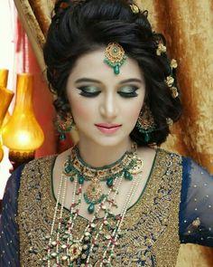 U look stunning🤗 Pakistani Bridal Makeup, Pakistani Wedding Dresses, Bridal Wedding Dresses, Bridal Style, Wedding Wear, Indian Bridal, Wedding Makeup, Wedding Bride, Pakistan Bridal