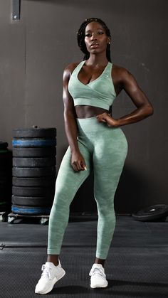 Gymshark Athlete wears the Camo Seamless collection in Sage Green for her strength workout. Fitness Noir, Black Fitness, Fitness Motivation, Fitness Tips, Fitness Models, Female Fitness, Health Fitness, Mental Training, Muscle Training