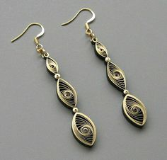 Quilled Gilded Earrings Tutorial by all things paper, via Flickr: http://www.allthingspaper.net/2013/11/quilling-101-gilded-earrings.html