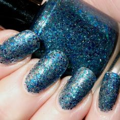 I Dream in Glitter by Melissa G. Click the pic to see the polish she used. #nailart #glitternails