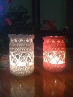 Gratis patroon. Crochet Home Decor, Crochet Art, Crochet Gifts, Crochet Hooks, Crochet Patterns, Cute Crochet, Mason Jar Crafts, Mason Jar Diy, Crochet Lampshade