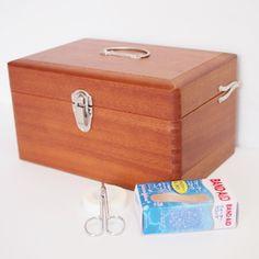 倉敷意匠(くらしきいしょう)のかご・収納ボックス「倉敷意匠|救急箱」をTariraku(タリラク)で購入できます。暮らしを素敵にするモノを集めたショッピングモール、キナリノモール。