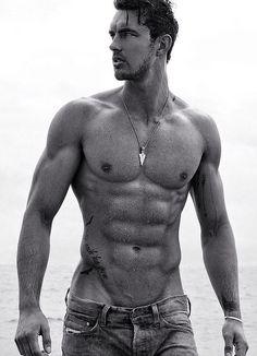 Адам родился во франции, но детство провел в сша, где и началась его карьера модели.
