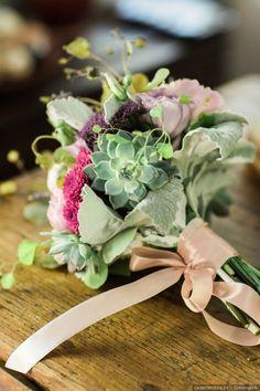 Inspira-te nestes bouquets de noiva com suculentas #casamentos #casamentospt #casamento #wedding #weddings #ramo #bouquet #ramodenoiva #bouquetdenoiva #inspiration #inspiração #lovehim #loveher #fashion #look #beauty #flores #flowers #weddinginspo #weddingideas