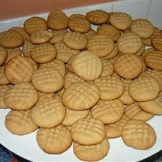 My boyfriend's special recipe makes the peanut butteriest tasting cookie I have ever tasted. These soft and chewy peanut buttery cookies are the best! Sugar Cookie Recipe Easy, Easy Sugar Cookies, Easy Cookie Recipes, Biscuit Recipe, Peanut Butter Cookies, Quick Recipes, Sago Pudding Recipe, Pudding Recipes, Pumpkin Cake Recipes