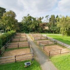 64 Ideas yard horse dream barn for 2019 Dream Barn, Dream Stables, Stage Equitation, Horse Pens, Horse Paddock, Horse Barn Designs, Horse Shelter, Horse Barn Plans, Horse Fencing