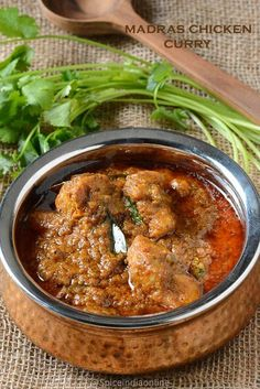 Madras chicken curry / Tamil Nadu style chicken gravy recipe - easy to make simple, delicious spicy gravy. As the name implies its typical Chennai (formerly known as Madras) style Kozhi Varutha kari, . Biryani, South Indian Chicken Curry, Indian Curry, South Indian Chicken Recipes, South Indian Foods, Veg Recipes, Cooking Recipes, Chicken Curry Recipes, Chicken Masala