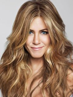 Jennifer Aniston is a Hollywood fashion icon and talented actresses. She has incredible beauty, fabulous curves and gorgeous legs. Her style is envied the world over. Jeniffer Aniston, Jennifer Aniston Pictures, Jennifer Aniston Style, Rachel Green, Tips Belleza, Great Hair, Hair Cuts, Hair Beauty, Celebs