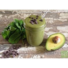 Mint Chocolate Chip Green Smoothie!