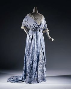 Evening dress, c. 1907-09. From the Rijksmuseum.