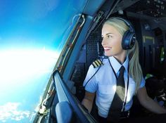 Vintage Aeroplanes - Description of flight training and useful information. Tailored to PPL(A) courses. Flight Girls, Becoming A Pilot, Airline Pilot, Private Pilot, Flight Attendant Life, Female Pilot, Air Festival, Air France, Cabin Crew