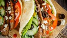 These homemade donairs (gyros) are easy to make and the whole family will love them! Serve them with flatbread and lots of toppings for a fun and easy meal! Donair Recipe, Gyro Recipe, Recipe Recipe, Soft Flatbread Recipe, Flatbread Recipes, Guacamole, Buffet, Grilled Halloumi, Food Cakes