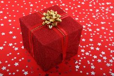 50 Great Free Pictures for Christmas Wallpaper, Background Images and Cards Christmas Present Images, Christmas Pictures, Red Christmas, Christmas Presents, Free Christmas Wallpaper Backgrounds, Great Pictures, Background Images, Decorative Boxes, Gift Wrapping