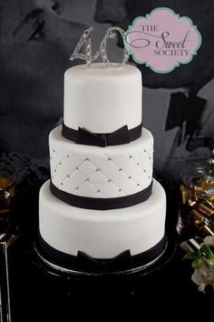 Una tarta con mucho glamour, para una fiesta 40 cumpleaños / A glamour black and white cake, for a 40th birthday